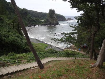 ダブル台風と一緒に、長浜・福井・能登で車中泊(9/17)気多大社、能登金剛、世界一長いベンチ、白波押し寄せる能登海岸にやって来た