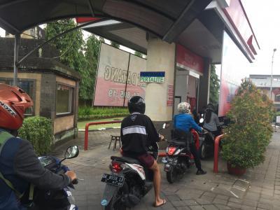 バリ島の朝の通勤ラッシュ時