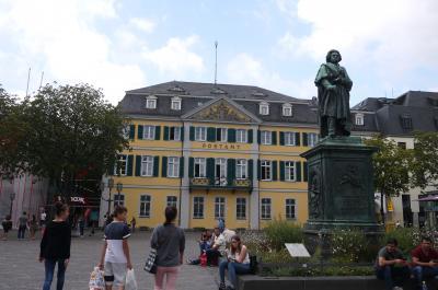 お盆に弾丸でドイツ旅行 その8 かつての西ドイツの首都ボンはベートーベン一色の街だった