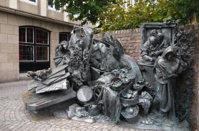 お盆に弾丸でドイツ旅行 その9 クンストパラスト美術館は広かった