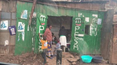 ナイロビの街中とスラム街