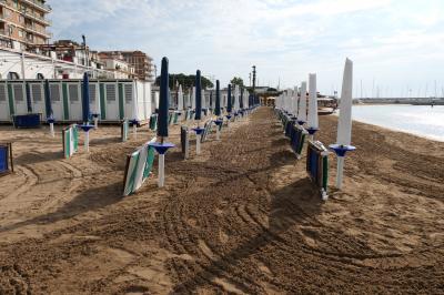 美しき南イタリア旅行♪ Vol.186(第7日)☆Crotone:クロトーネのビーチ 朝の散歩♪