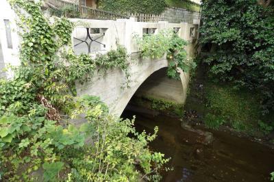 東勝寺橋ひぐらし公園と東勝寺橋