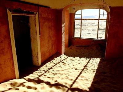 ★ナミビア+南アフリカ車旅 ナミブ砂漠に埋もれ行く、ダイヤモンドで栄えた町の廃墟