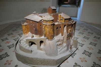 美しき南イタリア旅行♪ Vol.201(第7日)☆Oriolo:美しき村の「オリオーロ城」17世紀の礼拝堂フレスコ画♪