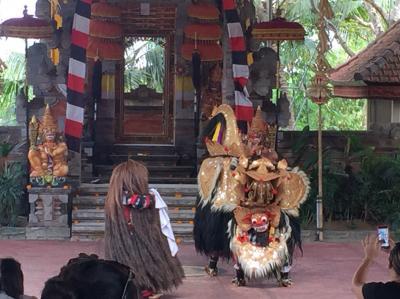 バリ島の伝統舞踊「バロンダンス」
