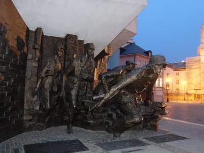 2018 ポーランド鉄道の旅(7) ワルシャワ1日目、「ワルシャワ蜂起博物館」と世界遺産『ワルシャワ旧市街』