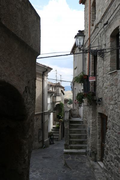 美しき南イタリア旅行♪ Vol.206(第7日)☆Oriolo:美しき村「オリオーロ」旧市街の城門やトンネルを抜けて♪