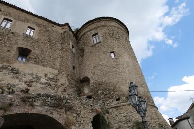 美しき南イタリア旅行♪ Vol.208(第7日)☆Oriolo:美しき村「オリオーロ」の古城の外観は美しい♪