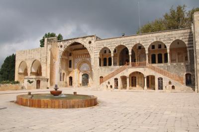 レバノンの世界遺産・遺跡を訪ねる旅 その⑥ ダル・エル・カマル村編