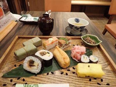 秋の奈良(11)東向商店街と柿の葉寿司の老舗店