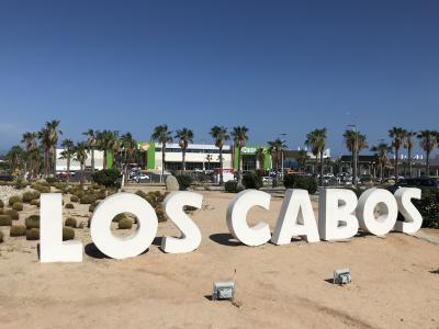 メキシコ『ハイアット ジーヴァ ロスカボス』宿泊記(1)オールインクルーシブは酒飲み天国 (*´з`) 多くのセレブを魅了するバハ・カリフォルニア半島のビーチリゾートであるロスカボスへGO♪ サンフランシスコ-メキシコ・ロスカボス間のユナイテッド航空UA1761便(エアバスA320)搭乗記、『Hyatt Ziva Los Cabos』のクラブラウンジ【The CLUB】のフードプレゼンテーション&眺望、サン ホセ デル カボまでの移動手段