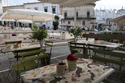 美しき南イタリア旅行♪ Vol.258(第8日)☆Ostuni:美しい「リベルタ広場」宮殿・教会・オベリスク♪