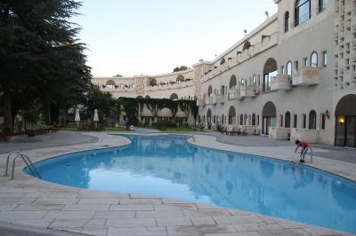 鳩の谷を一望できる洞窟ホテル「ウチヒサール カヤ ホテル」に宿泊