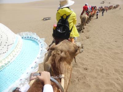 4歳娘を連れて念願の敦煌+北京6日間の旅2-灼熱の月牙泉と鳴沙山