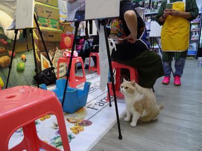 2018最強台風「山竹」襲港(3)クリームファミリー店 クリームあにきの絵画教室開催中