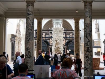 イギリス紀行 (13) ロンドン         (ヴィクトリア&アルバート博物館、モニュメント)