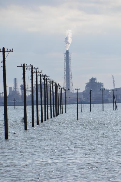 残念またしてもハートの光が見れなかった濃溝の滝 でも、海に沈む電柱は見れました