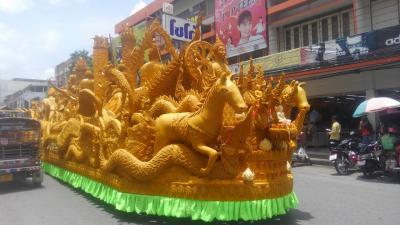 80日間アジア徘徊 コラートでイベントまみれ 2 ロウソク祭り Hea Tien Pansaa パレード