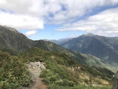 谷川岳を眺めてモグラ駅へ