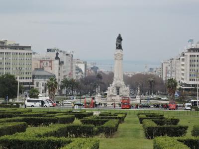2018年2月ポルトガル西海岸とマドリード旅行4 リスボン4 中心街散策 丘の上のエドゥアルド7世公園から坂を下り→ポンバル侯爵広場→リベルダーデ通り→ロシオ広場→コメルシオ広場を通り、テージュ川まで下ります