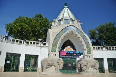 ハンガリー・ブダペスト① 成田線復活したオーストリア航空でブダペストへ。建物もすてきな動物園訪問。