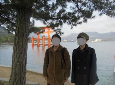 早朝の宮島 厳島神社とアクセス抜群のゲストハウス鹿庭荘、たたみ敷きの温泉