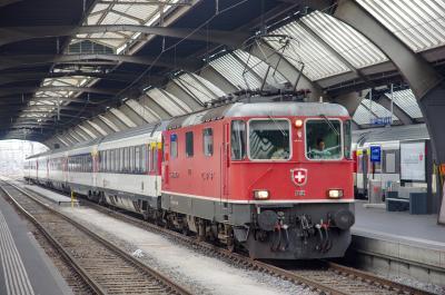スイス・イタリア オーダーメイド鉄道旅行 (1)出国→サンモリッツ