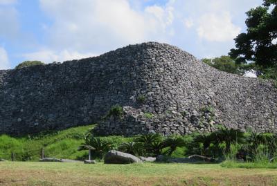 2018秋、沖縄の名城巡り(2/16):9月19日(2):今帰仁城(2):アンモナイト化石、大隅、旧道、崩落した石垣