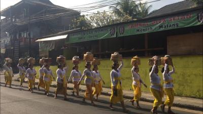 バリ島のお祭り行列