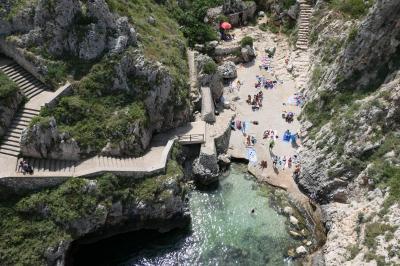 美しき南イタリア旅行♪ Vol.372(第13日)☆Gagliano:美しい湾「Ciolo」橋上からの賑やかなビーチ♪