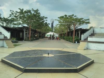 弾丸インドネシア1807 「エクアドル、ウガンダに続いて、3ヶ国目の赤道記念碑を訪れました。」   ~ポンティアナック~