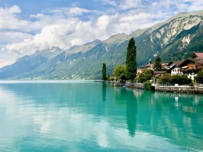 トルコブルーに輝く美しいブリエンツ湖畔「曇天の過ごし方」