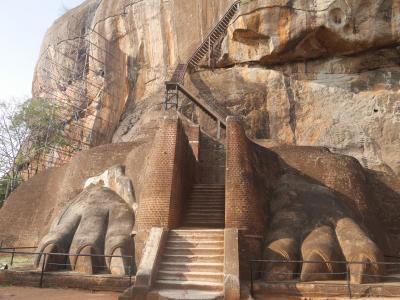 スリランカでアーユルヴェーダ3 シギリヤロックと野生のゾウ