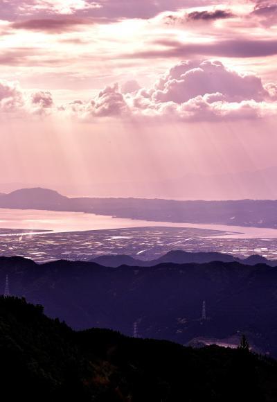 熊本県には日本一の石段がある。釈迦院御坂遊歩道、なんと3333石段で地獄の超きつい石段であり登った先には絶景が待っていたのだが。。その後 (^^♪)