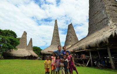 青い空に草原と馬&巨石の島・スンバ島の旅日記