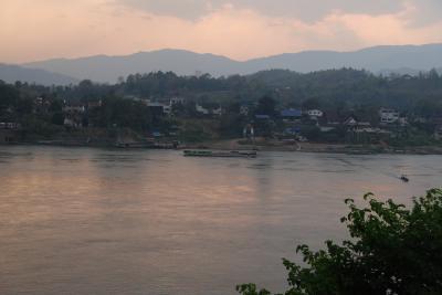 チェンコン(タイ)からメコン川を渡りボケオ(ラオス)へ