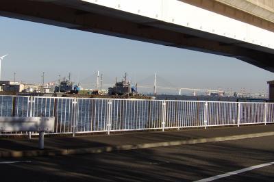 京浜港ドッグ(横浜市神奈川区山内町)を目指して