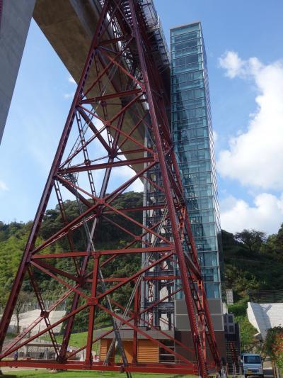 餘部鉄橋を下から眺める。すごい迫力ですね。初めての眺めです。