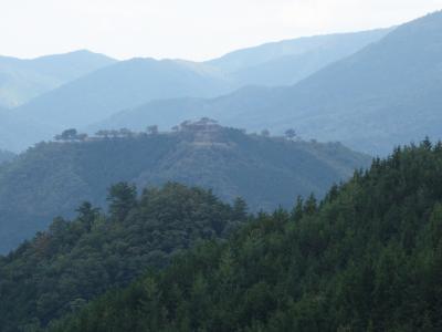 藤和峠から竹田城を望む。ちょっと遠すぎて。。。山城の郷も寂れていた。