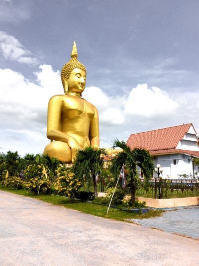 アント-ン ワット・ムアン(Wat Muang)巨大仏像(日帰り)
