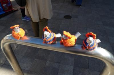 江ノ電江ノ島駅前のスズメ