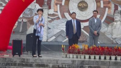 特別運航の貸切遊覧船で美しき桂林・漓江くだり5日間(25) 七星公園で交流イベント。