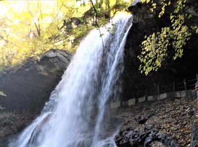 裏見の滝で有名な雷滝(長野県高山村)へ行ってきました・・・