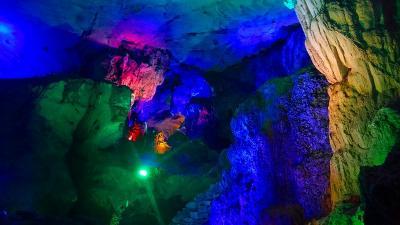 特別運航の貸切遊覧船で美しき桂林・漓江くだり5日間(27) 七星公園七星岩の観光 その1。