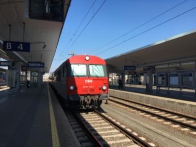 チェスキークルムロフからハルシュタットへ 鉄道で国境越え