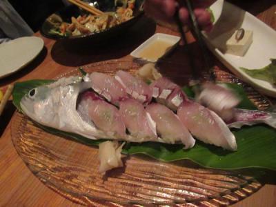 沖縄2018秋(14)地元の居酒屋でダイビング仲間とおいしい沖縄料理や海の幸を楽しく飲んで食べて