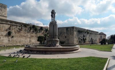 南イタリア、歴史ある都市レッチェを観光