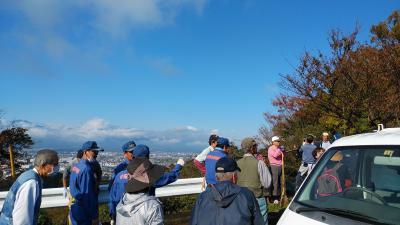 富士の冬化粧 今秋の容姿ウオーキング道掃除日に