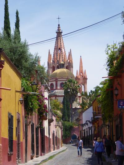 石畳の坂道 ピンクの教会 大人お洒落な田舎町サン・ミゲル・デ・アジェンデ